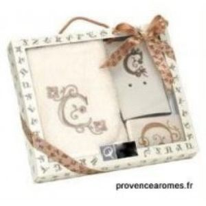 Personalized initial letter S gift box.